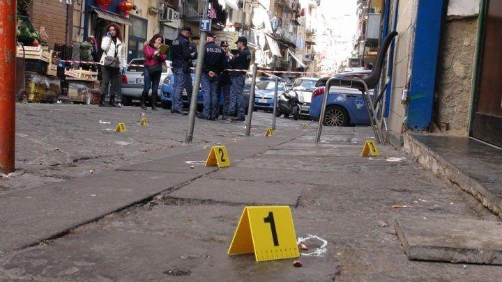 """Napoli, nuova """"stesa"""": esplosi 9 colpi. Colpito anche un balcone"""
