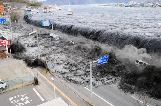Terremoto 7.3 vicino a Fukushima, allarme tsunami