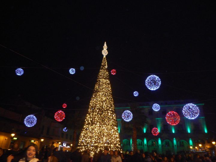 Aversa, arriva il Natale: ecco le luminarie che accendono la città
