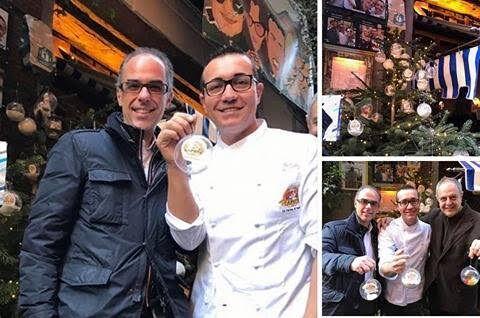 Napoli, rubato l'albero di Natale alla pizzeria Sorbillo