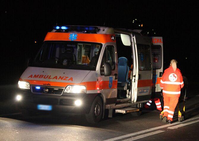 Giugliano, scontro auto-scooter in via Oasi Sacro Cuore: ferito un giovane