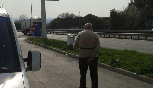Asse mediano, anziano in strada. Ecco cos'è successo