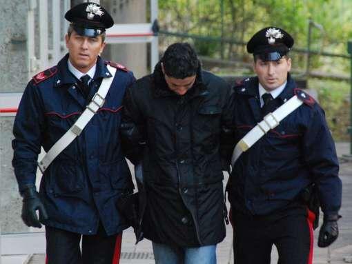 Orta di Atella, scoperto un arsenale in casa. Arrestato un 32enne