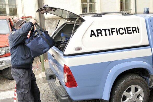 Allarme bomba a Napoli, artificieri al Corso Umberto