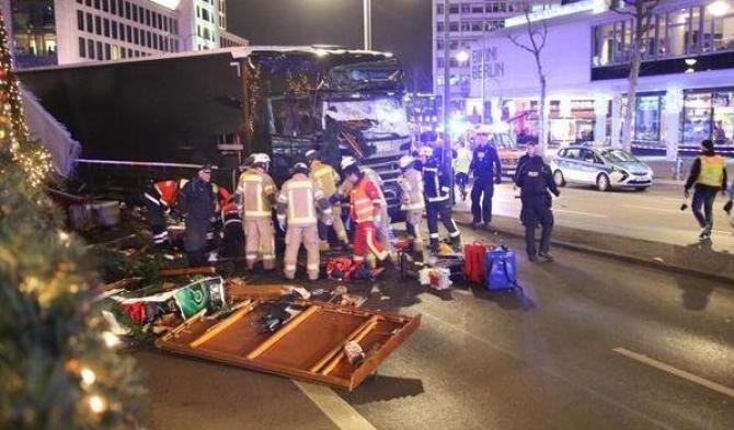 Attentato Berlino, camion sulla folla: 9 morti. VIDEO