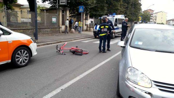 Aversa, prete investe donna in bicicletta