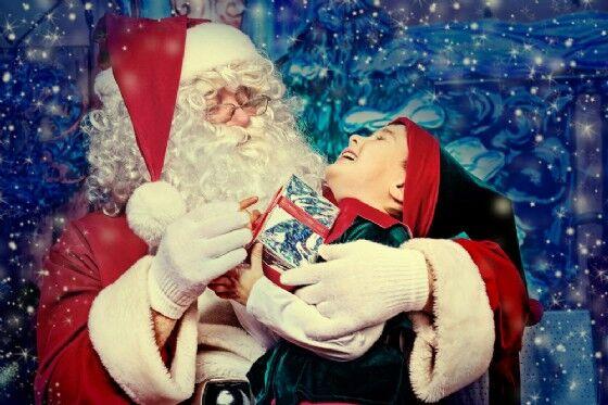 Bimbo malato terminale vuole vedere Babbo Natale. Muore tra le sue braccia