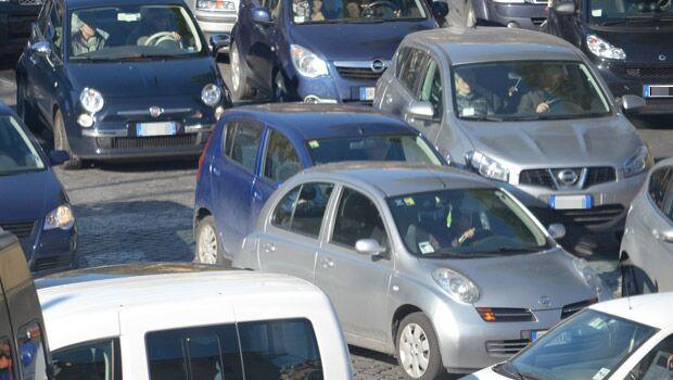 Roma, la domenica ecologica non basta: blocco auto continua oggi