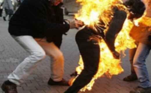 Follia a Portici, cosparge la mamma di liquido infiammabile per darle fuoco