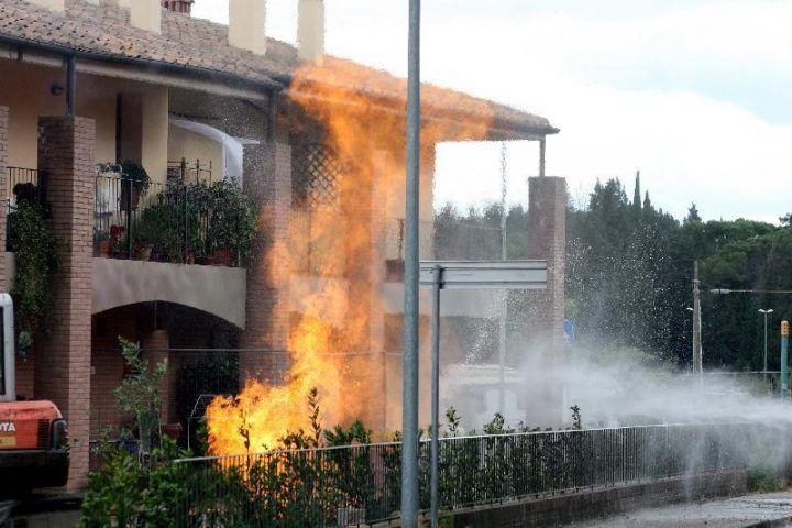 Dramma a Ischitella, esplosione in un'abitazione. Feriti mamma e figlio