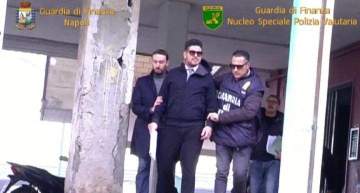 Castellammare, sgominata banda di falsari che agiva sul web. Arrestato hacker