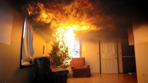 Marano, cortocircuito dall'albero di Natale: appartamento in fiamme