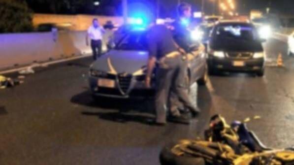 Inseguimento con la polizia nel Napoletano, 18enne sbatte contro muro: è grave