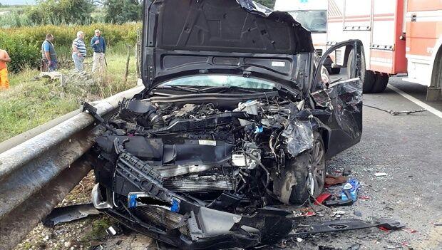 Teano, scontro auto-pullman: muore Elvira Cavaliere
