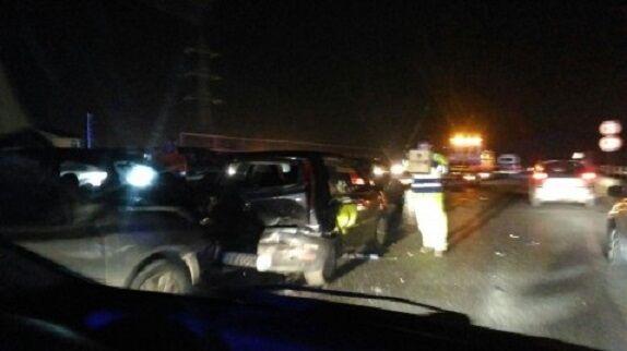 Incidente e auto in fiamme sull'asse mediano: giovane in coma