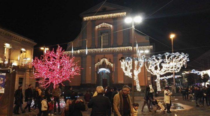 Giugliano, festa della Immacolata: pienone nel centro storico per le luci di Natale