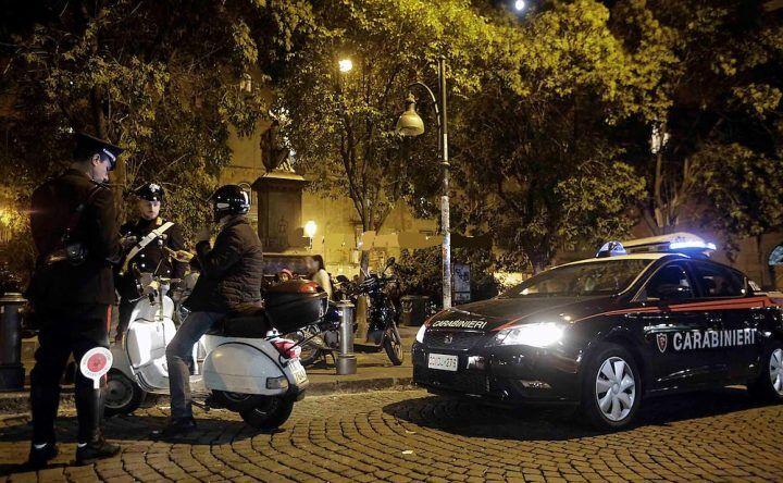 Napoli, spaccio di droga a piazza Bellini. Tre in manette