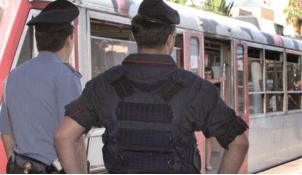 Tentata rapina sulla Circumvesuviana, immigrato blocca due malviventi