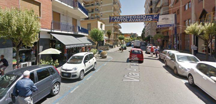 Giugliano, follia in via Palumbo: lite in strada tra centauro e automobilista