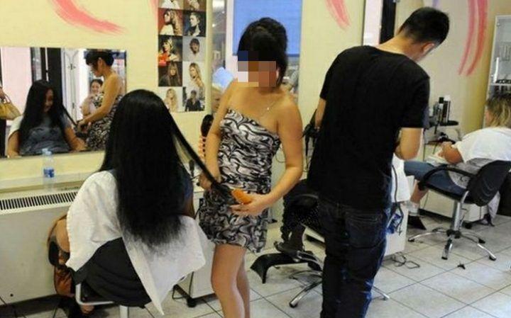 """Bellizzi, voleva imparare """"il mestiere"""". 15enne violentata dal parrucchiere"""