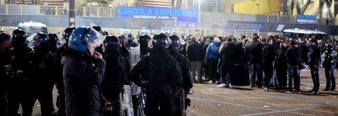Napoli-La Spezia, scontri prima del match: condannato 29enne. Feriti 4 agenti