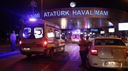 Istanbul, attentato in discoteca. Terroristi vestiti da Babbo Natale. VIDEO