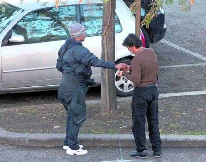 Napoli, nasce la pagina Facebook per denunciare i parcheggiatori abusivi