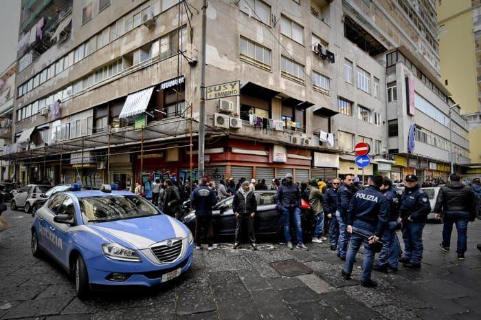 """I Mazzarella hanno preso il posto della """"paranza dei bambini"""": 20 euro per le bancarelle"""