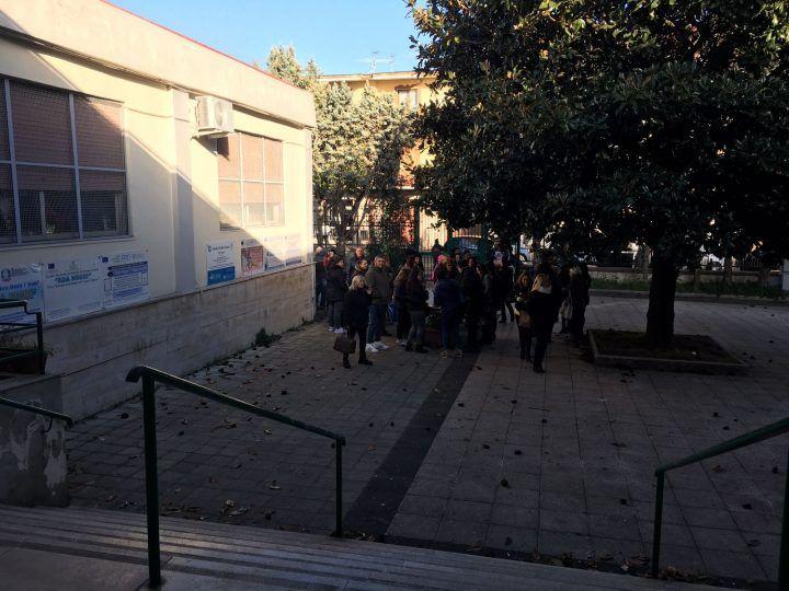 Villaricca, al freddo l'Ada Negri. Protesta di genitori e studenti. La risposta del sindaco