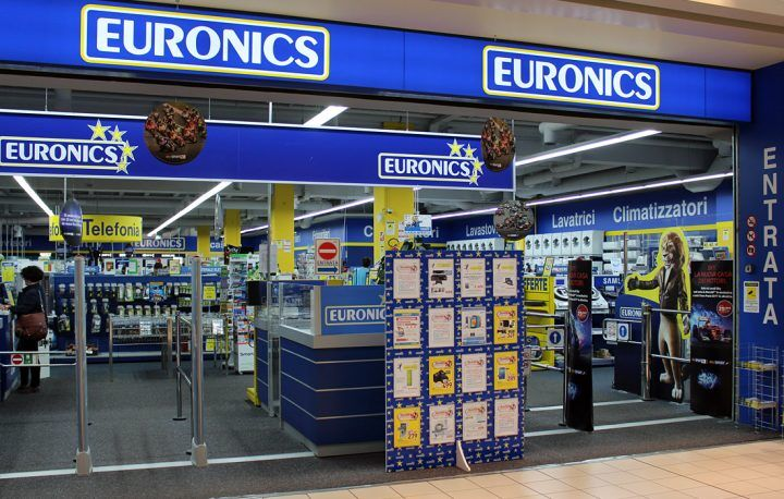 Afragola, colpo all'Euronics. Bottino da migliaia di euro