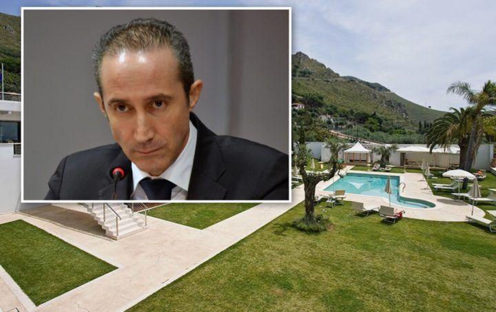 Sperlonga, sindaco Armando Cusani arrestato. Sotto chiave Hotel Grotta di Tiberio