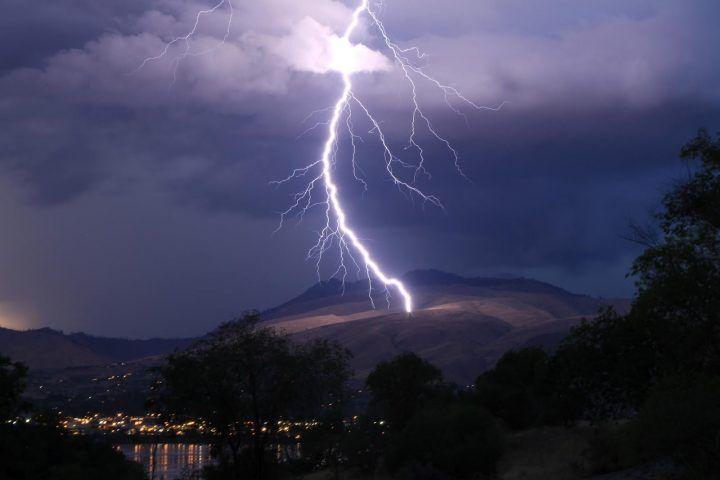 Pompei, colpita da un fulmine. Donna salva per miracolo