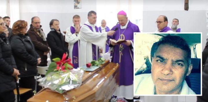 Aversa, oggi l'ultimo saluto all'uomo morto di freddo. Funerali col vescovo Spinillo