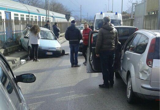 Sant'Antimo, grave incidente nei pressi della stazione. Feriti i due conducenti