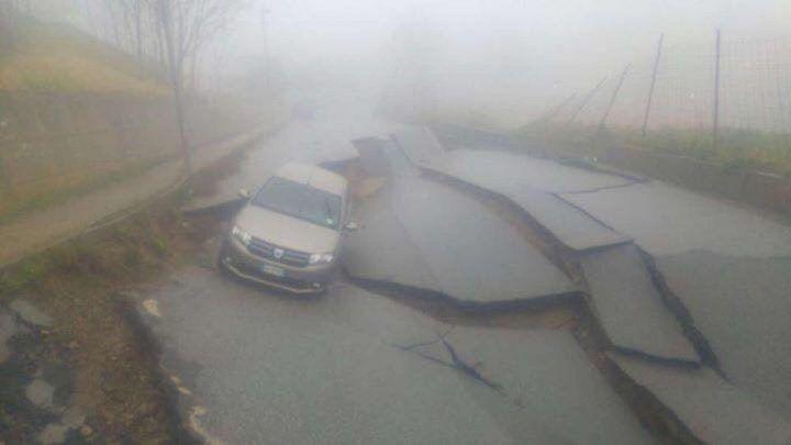 Girifalco (Catanzaro), maltempo fa sprofondare la strada. FOTO