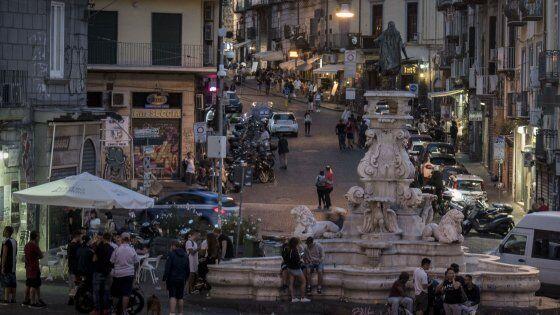 Estorsione e rapina ai turisti, fermato 15enne di Scampia