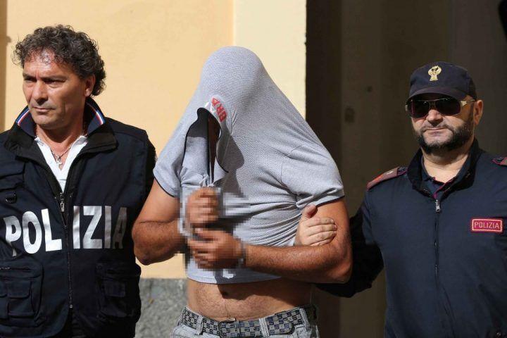 Giugliano, due poliziotti arrestati: favorivano il clan Mallardo