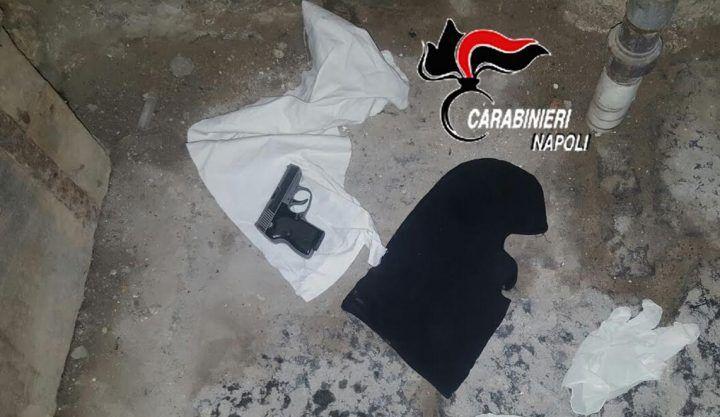 Quartieri Spagnoli: carabinieri sequestrano pistola, passamontagna e guanti di lattice