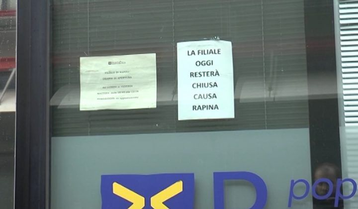 Napoli, finto disabile rapina banca etica con un complice