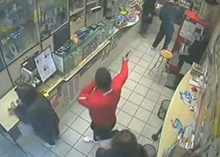 Napoli, rapina in tabaccheria a Capodimonte: ferito titolare