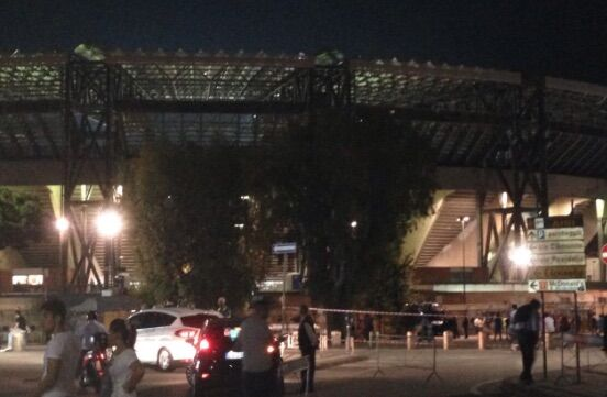 Coppia di fidanzati picchiati e rapinati al San Paolo del pallone di Hamsik