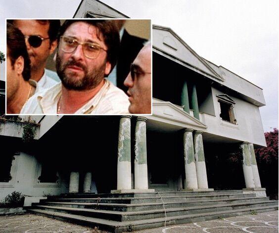 """Casal di Principe, la villa del boss in stile Scarface"""" diventa centro salute mentale"""