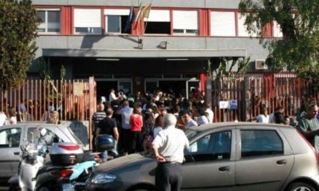 Napoli, rapina al Vomero finisce in sparatoria: ferito ragazzo