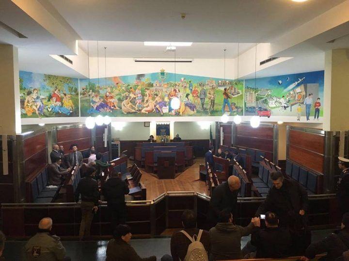 Giugliano, salta il consiglio comunale su giudice di pace e questione rom