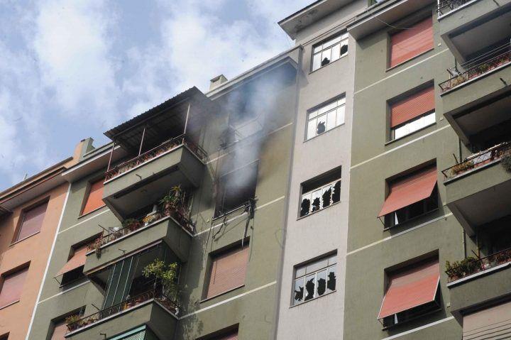 Mondragone, 70enne da fuoco ai mobili in casa. Tragedia sfiorata