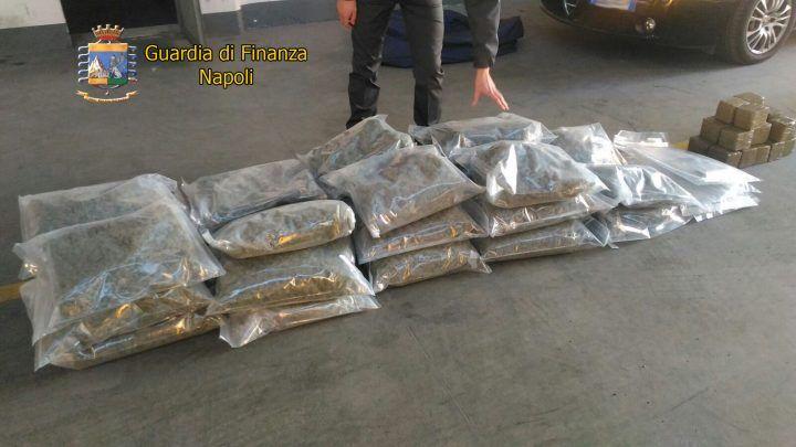 Napoli, maxi sequestro di droga: arrestato un insospettabile professionista
