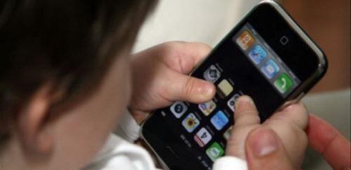 Attenzione alla malattia del web per i bambini. Ecco le rivelazioni del più grande studioso italiano