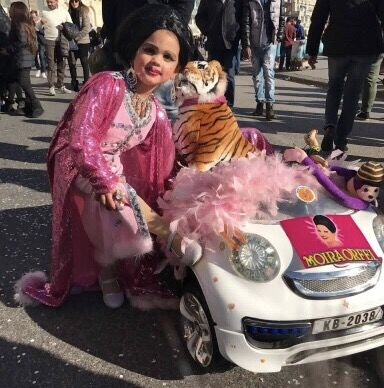 Carnevale a Napoli, spopola il vestito di Moira Orfei. Mandateci le vostre foto!