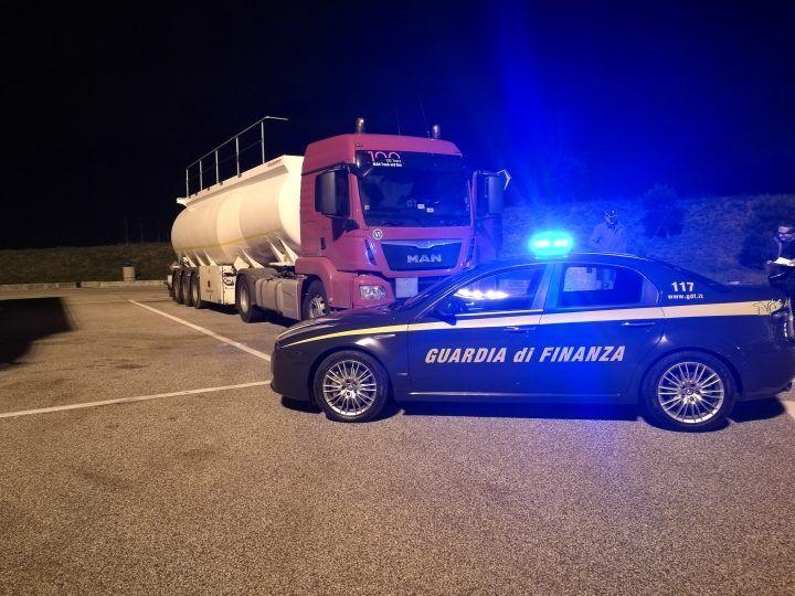 Caserta, oltre 30 mila litri di gasolio di contrabbando sequestrati dal valore di 35 mila euro