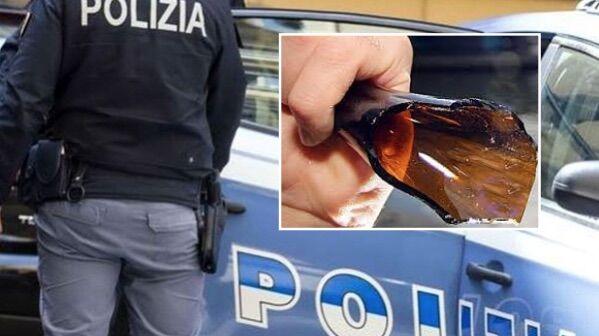 Napoli, litiga con la fidanzata e tenta di tagliarsi la gola: salvato dalla polizia